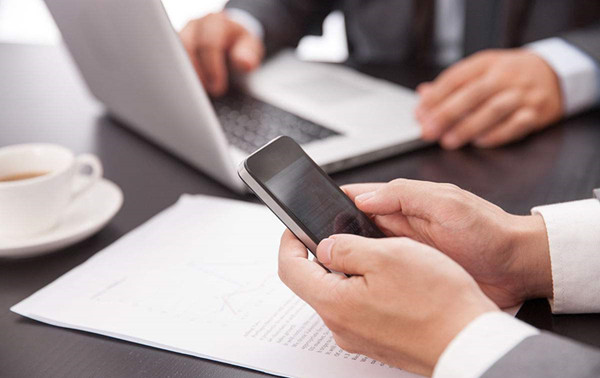 电脑发短信到手机上(用电脑可以发短信到手机上吗)